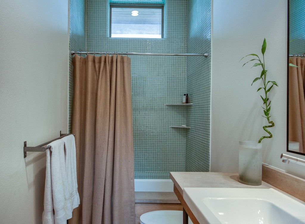 c-house bath